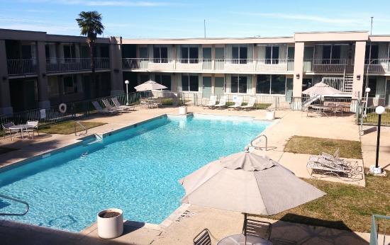 Days Inn Seguin TX: Large Pool Area