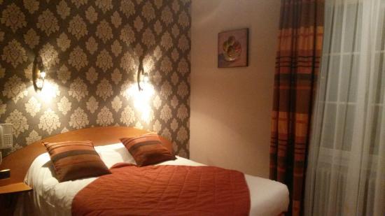 Hotel des Ducs Alencon : Chambre