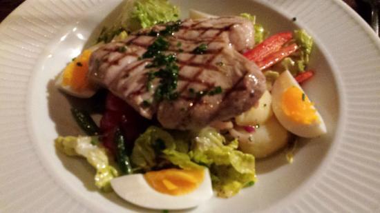 Cote Brasserie - Hampstead: Tuna steak nicoise
