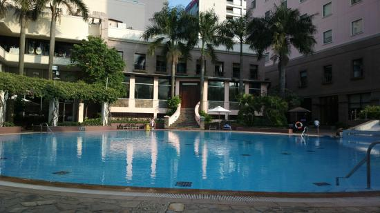 Piscine picture of lotte legend hotel saigon ho chi for Caravelle piscine