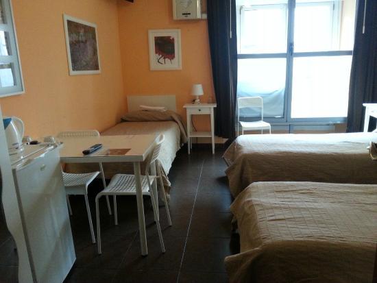Affittacamere Andronaco: camera tripla con bagno esterno