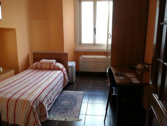 Affittacamere Andronaco: camera singola con bagno esterno condiviso