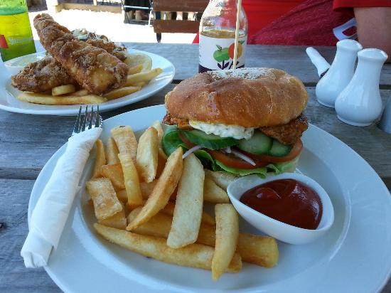 Stables Cafe & Bar: Chicken burger and fish and chips