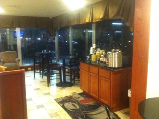 Days Inn Austin/University/Downtown : coffee & tea at breakfast area