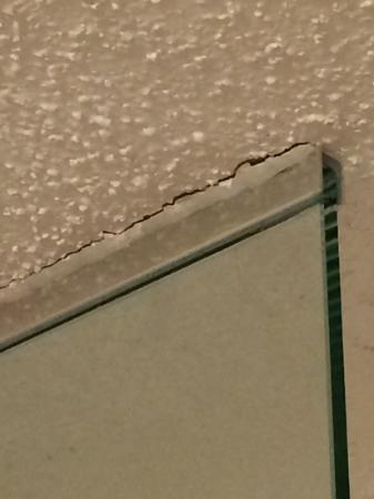 Holiday Inn Buffalo International Airport Gl Shower Wall Separating From Ceiling
