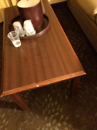 Holiday Inn Buffalo International Airport: poorly maintained old furniture
