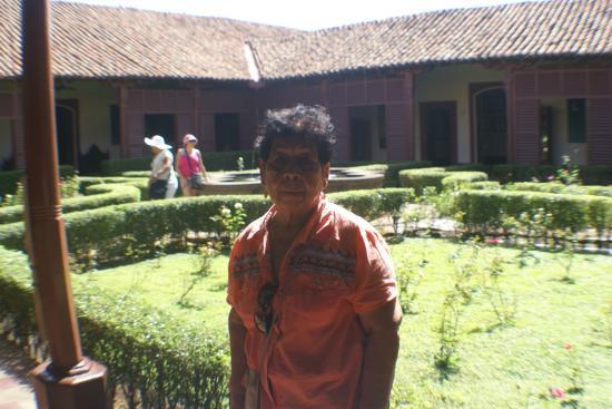 Museo de Arte Fundacion Ortiz-Gurdian: Jardín