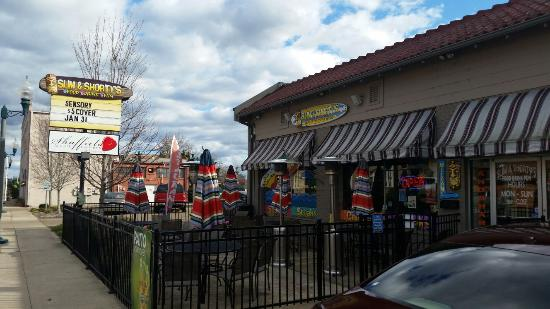 Slim and Shorty's: Outdoor patio area. Would be nice in warm weather.
