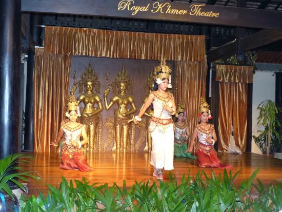La Tradition D'Angkor Boutique Resort: La Tradition D'Angkor:  Traditional Dance