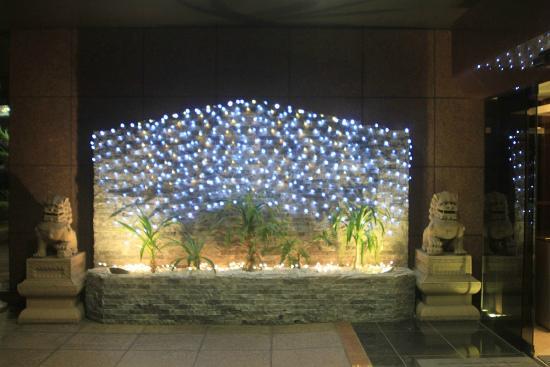 Hotel Sun Okinawa: 玄関にはシーサーがお出迎え。