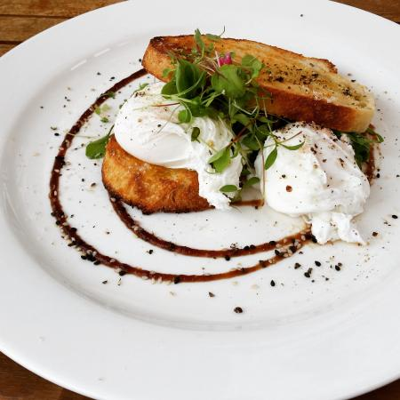 The Shak Organic Cafe and Wine Bar: Poached eggs,delicious.