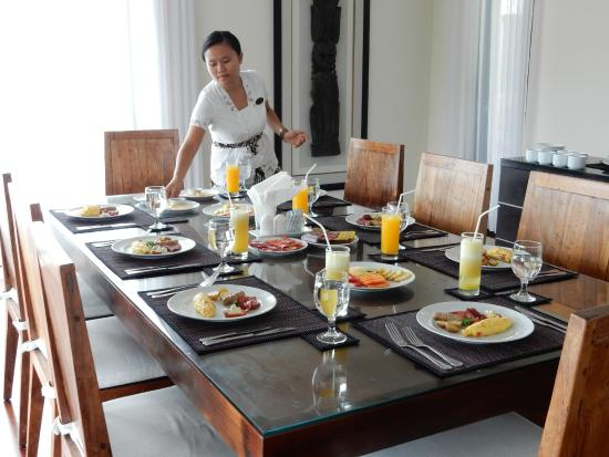 Temple Hill Residence Villa: Breakfast being prepared by wonderful staff