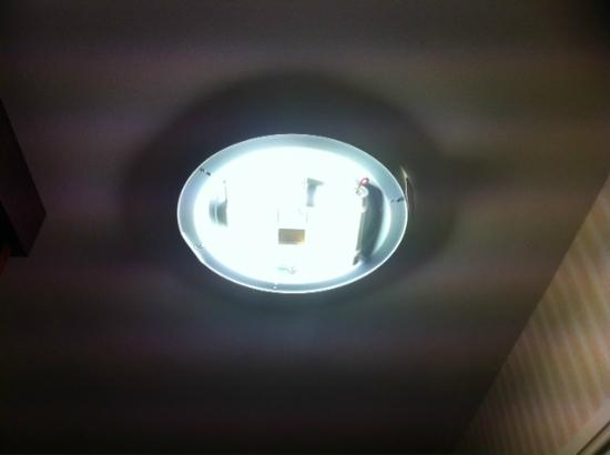 Esplanade Hotel: Missing light fixture cover