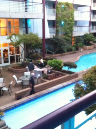 Cupertino Inn: Colazione in piscina