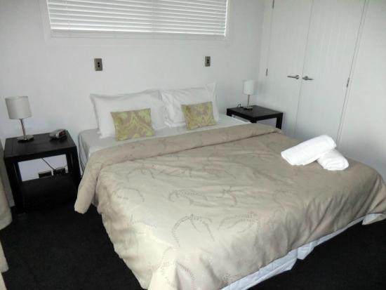 Distinction Wanaka: #24A bed 1