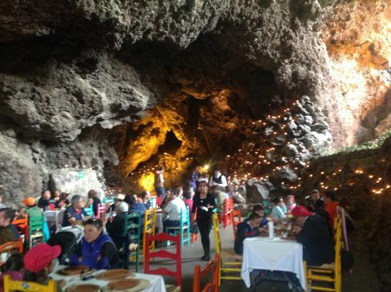 Le bar et la salle manger picture of la gruta for Restaurant la salle a manger paris