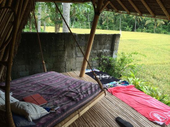 Bamboo Village Le Sabot Ubud: Hanging day bed