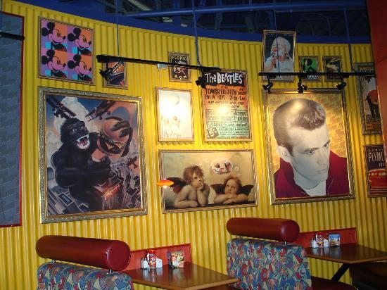 Red Robin Gourmet Burgers : lado de dentro