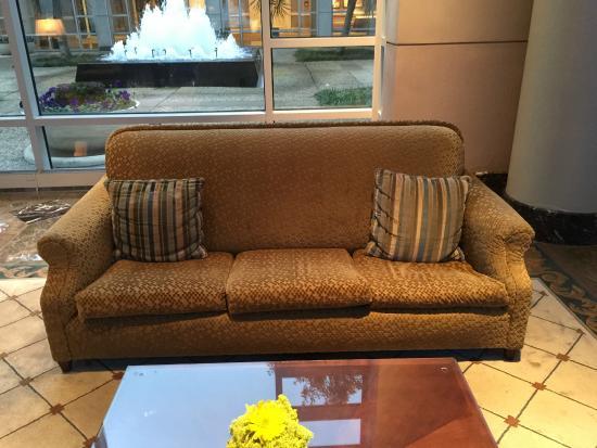 Omni Dallas Hotel at Park West: 2nd Sagging Sofa in Lobby