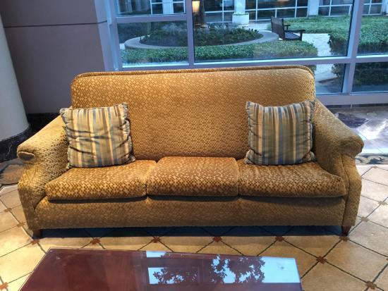 Omni Dallas Hotel at Park West: Sagging Sofa in Lobby