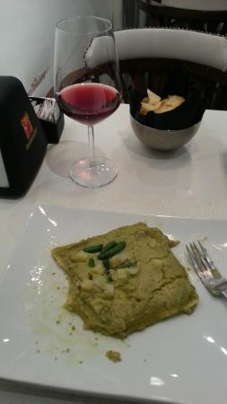 Aqvedotto Caffe: Pesto Lasagna. a terrible reheated green crap, But a good wine, Advice: don't ask for food@this