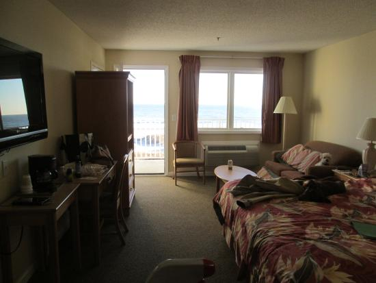 Islander Inn: My room, looking out off the balcony