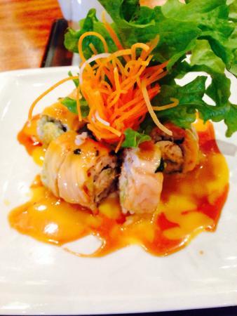 Noe Sushi Bar: Sakura. Salmón ahumado y cangrejo!!