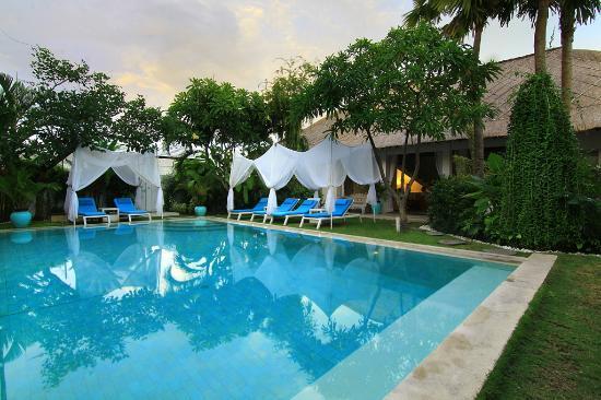 La Cabana Hotel and Villas: Pool