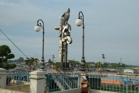 Chau Pho Hotel: Chau Doc Riverfront Promenade