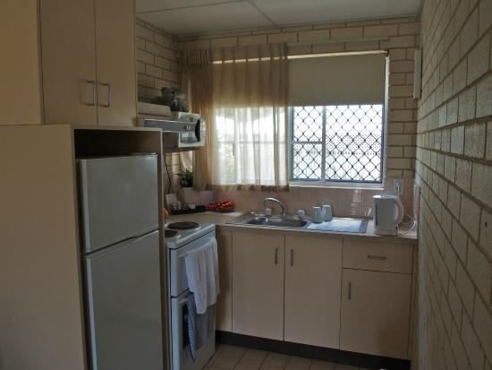 Santa Fe Motel & Holiday Units: Well-equipped kitchen