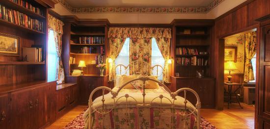 Alexander Hamilton House: Library Suite