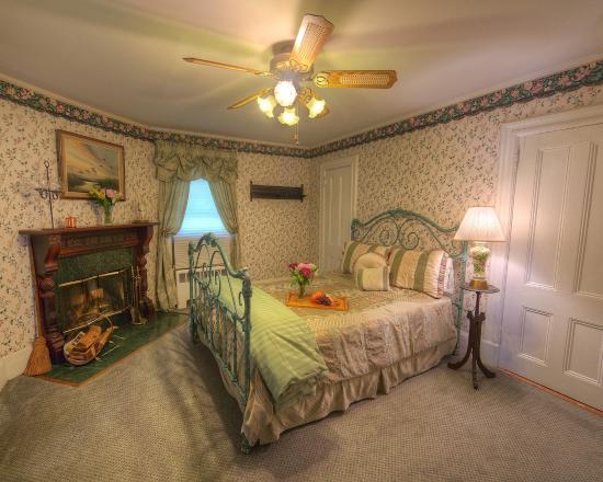 Alexander Hamilton House: Victorian Suite