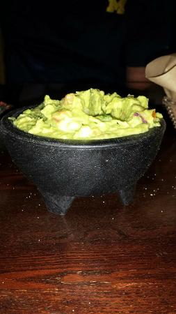 Luibueno's : A vat of yummy guac.