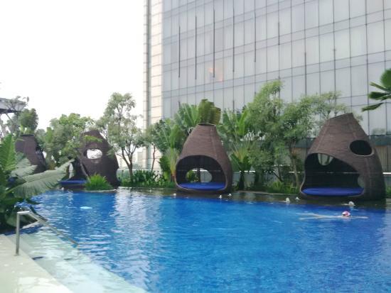 Pool at hilton hotel bandung picture of hilton bandung - Hilton swimming pool ...