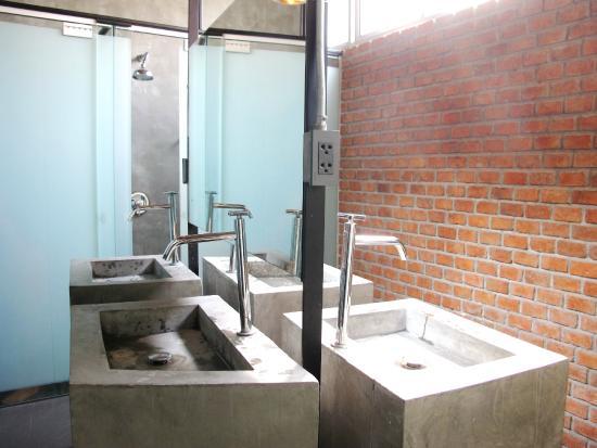 Thrive The Hostel Bangkok Female Bathroom 1st Floor