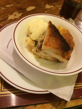 Barford St Martin, UK: Bread & butter pudding with icecream.