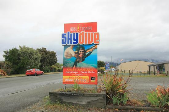 Skydive Abel Tasman: Abel Tasman Sky Dive entrance.