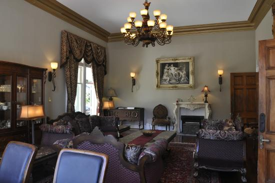 Highden Manor Estate : DRAWING ROOM