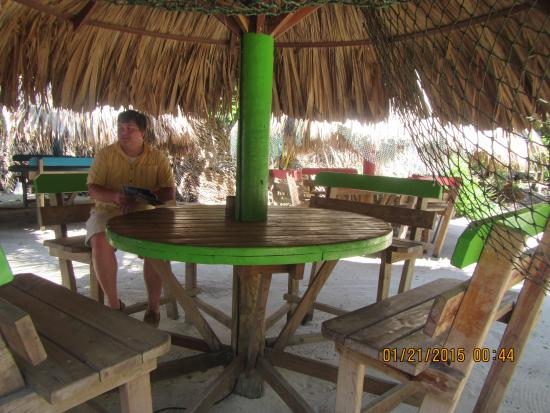 Roatan Anglers - Fishing Day Charters: getting ready for a fish shore lunch