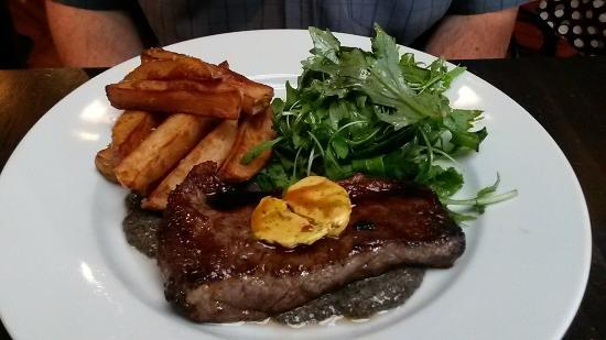Gaslight Restaurant & Wine Bar: Steak with cafe de Paris butter