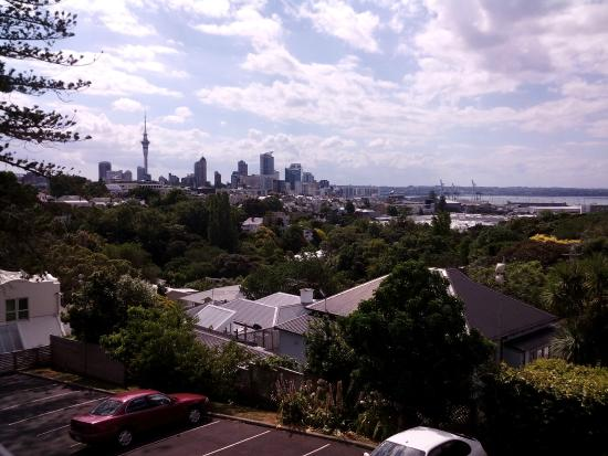 Quality Hotel Parnell: View from our balcony over Auckland.