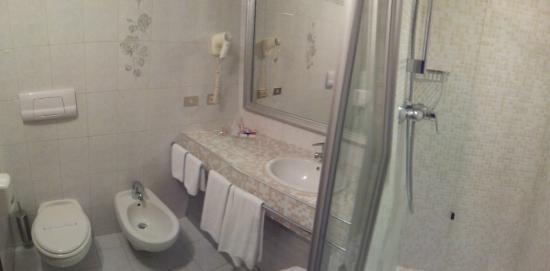 Hotel Motel Visconteo: Geräumiges, sauberes Bad