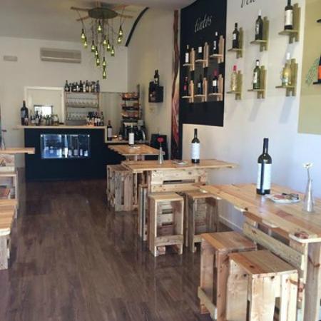 Restaurante monterero vinoteca abaceria en dos hermanas - Cocinas dos hermanas ...