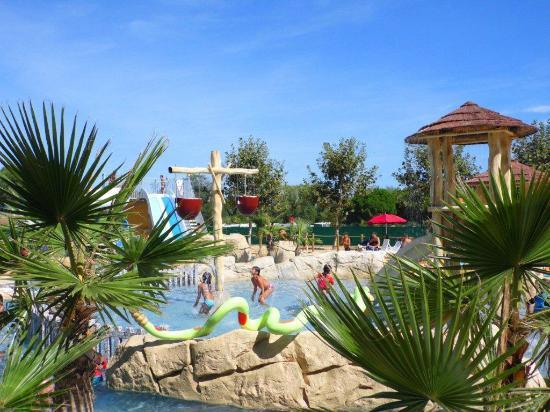 Camping Le Sainte Marie : Le parc aquatique et les jeux enfants