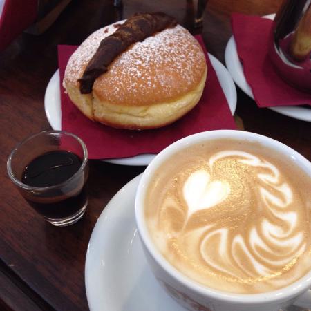 Cappuccino e krapfen alla cioccolata picture of caffe degli specchi trieste tripadvisor - Caffe degli specchi ...