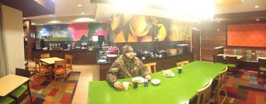 Fairfield Inn Muncie: The breakfast was phenomenal!