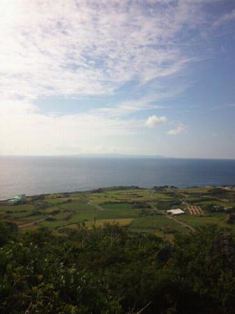 Yoron Castle Ruin: 海の向こうに沖縄が見えます。