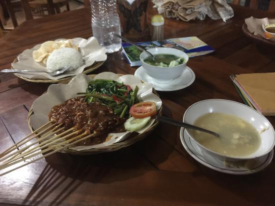Hotel Segara and Restaurant: Part of our Dinner....