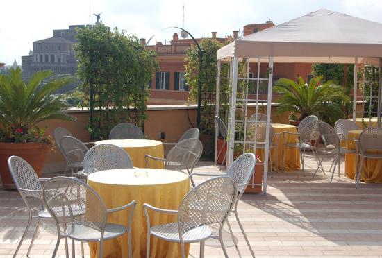 Domus Carmelitana: Terrace