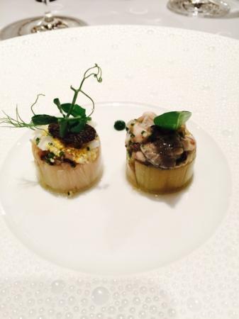Le Chabichou : leek roll with oyter tartar and truffle